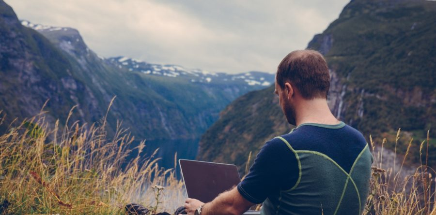 How Digital Nomads are Shaping the Way Millennials & Gen Z Work